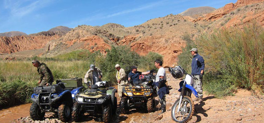 ATV / Jeep Adventure Tour from Kyrgyzstan in the Taklamakan desert (China)